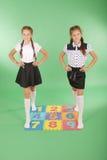 Duas meninas no tapete com números Foto de Stock Royalty Free
