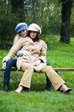 Duas meninas que têm o divertimento Fotografia de Stock