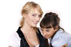 Duas meninas 'sexy' e sorrindo bonitas Imagem de Stock Royalty Free