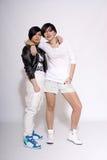 Duas meninas urbanas no estúdio foto de stock royalty free