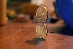 Duas moedas de dez-rublo do ouro que estão em se Imagens de Stock
