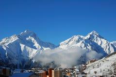 Duas montanhas da neve imagens de stock