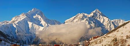 Duas montanhas da neve foto de stock