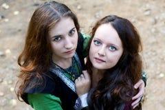 Duas mulheres com olhos verdes Fotos de Stock