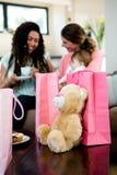 Duas mulheres com um bebê cercado por presentes Imagens de Stock
