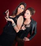 Duas mulheres das donas de casa de Jersey fazem a composição e os pregos Imagem de Stock Royalty Free
