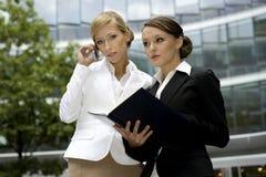Duas mulheres de negócios Imagens de Stock Royalty Free