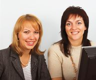 Duas mulheres de negócios novas Fotos de Stock Royalty Free