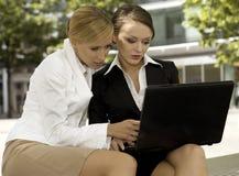 Duas mulheres de negócios Imagem de Stock Royalty Free