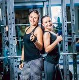 Duas mulheres fortes fotos de stock