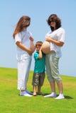 Duas mulheres gravidas novas e um filho pequeno imagens de stock
