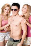 Duas mulheres louras felizes com homem novo Fotos de Stock