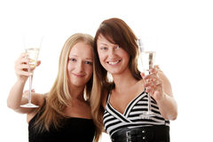 Duas mulheres novas ocasionais que apreciam o champanhe Imagem de Stock Royalty Free