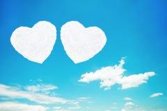 duas nuvens dadas forma coração no céu azul Foto de Stock Royalty Free