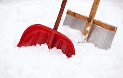Duas pás para a remoção de neve imagens de stock royalty free