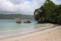 Duas pedras no mar Fotografia de Stock