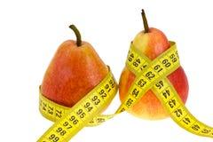 Duas peras com medida de fita em waistes. Fotos de Stock