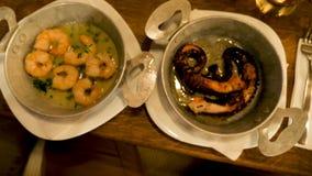 Duas placas com marisco gourmet e delicioso filme