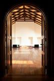 Duas portas que conduzem em um grande salão foto de stock royalty free