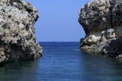 Duas rochas na saída da baía Imagens de Stock