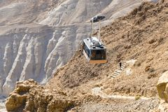 Duas rotas à fortaleza de Masada em Israel fotografia de stock royalty free