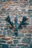 Duas tochas antigas que penduram de uma parede de pedra imagem de stock royalty free