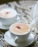 Duas xícaras de café do close up imagens de stock royalty free