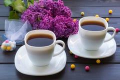 Duas xícaras de café na tabela Fotografia de Stock