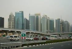 Dubaï dans une brume légère Photographie stock libre de droits