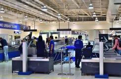 Dubaï, EAU - 10 avril 2018 zone d'inspection avant le vol à l'aéroport Photo stock