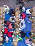 Dubaï, EAU - 16 juillet 2016 : Hommes musulmans se réunissant pour un dîner iftar communal Photographie stock libre de droits