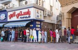 Dubaï, EAU - 16 juillet 2016 : Portrait de rue d'un résident à Dubaï Photos libres de droits