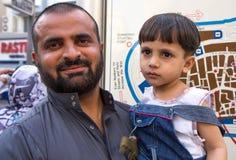 Dubaï, EAU - 16 juillet 2016 : Portrait de rue d'un résident à Dubaï Images libres de droits