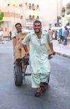 Dubaï, EAU - 16 juillet 2016 : Portrait de rue d'un résident à Dubaï Photo libre de droits