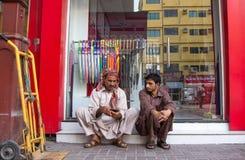 Dubaï, EAU - 16 juillet 2016 : Portrait de rue d'un résident à Dubaï Photos stock