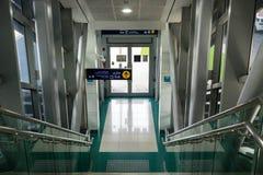 Dubaï 2018, sortie de la métro images stock
