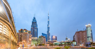 DUBAI - APRIL 1: Ner stad - grupp av byggnader i den Dubai ner staden, del av affärskorsningen projekt 1 April 2016, Dubai, UAE Royaltyfria Foton