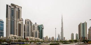 DUBAI - APRIL 1: Ner stad - grupp av byggnader i den Dubai ner staden, del av affärskorsningen projekt 1 April 2016, Dubai, UAE Royaltyfri Foto