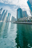 Dubai - 9. August 2014: Dubai-Jachthafenbezirk Stockfotos
