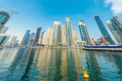 Dubai - 9. August 2014: Dubai-Jachthafenbezirk Lizenzfreie Stockbilder