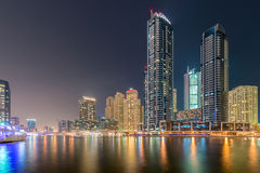 Dubai - AUGUSTI 9, 2014: Dubai marinaområde på Arkivfoton