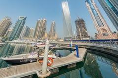 Dubai - AUGUSTI 9, 2014: Dubai marinaområde på Fotografering för Bildbyråer