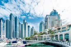 Dubai - AUGUSTI 9, 2014: Dubai marinaområde på Arkivfoto