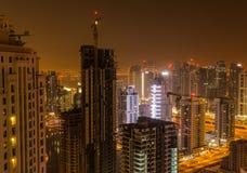 Dubai bis zum Nacht lizenzfreie stockfotos