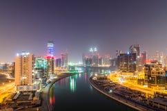 Dubai bis zum Nacht Stockbild