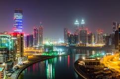 Dubai bis zum Nacht Stockfotos