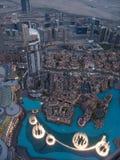 Dubai-Brunnen, wie von Burj Khalifa, Dubai Vereinigte Arabische Emirate gesehen lizenzfreie stockfotografie