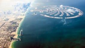 Dubai- – Burj-Al Araber und die Palmen-Insel Stockfotografie