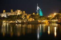 Dubai Burj alarab från Madinat Jumeirah Arkivbild