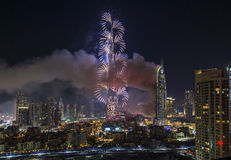 Dubai Burj Khalifa New Year 2016 fogos-de-artifício Foto de Stock